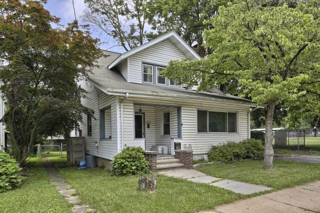 195 Walnut Street - Side of Home
