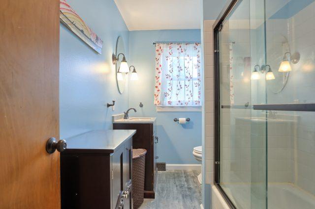 1434 Jody Ave, Lebanon PA - Main Bath
