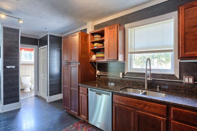 Kitchen / powder room - 3700 N. 2nd Street