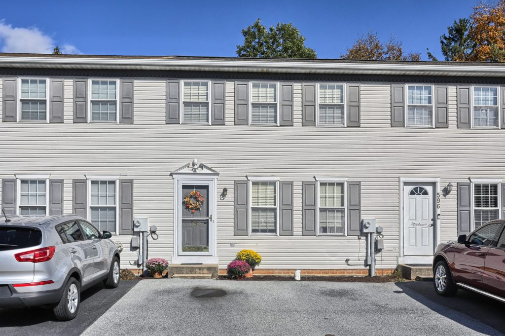 594 Cloverbrook Drive - Townhome for Sale