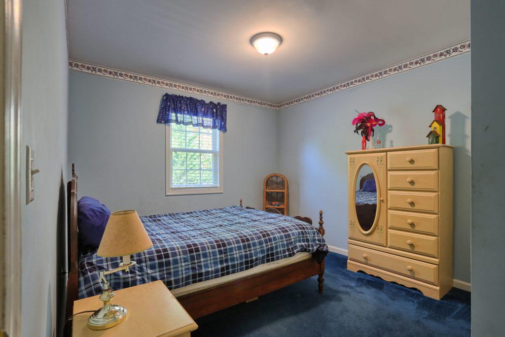 594 Cloverbrook Dr - bedroom 2