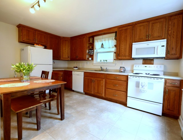 44 Memorial Blvd - Kitchen