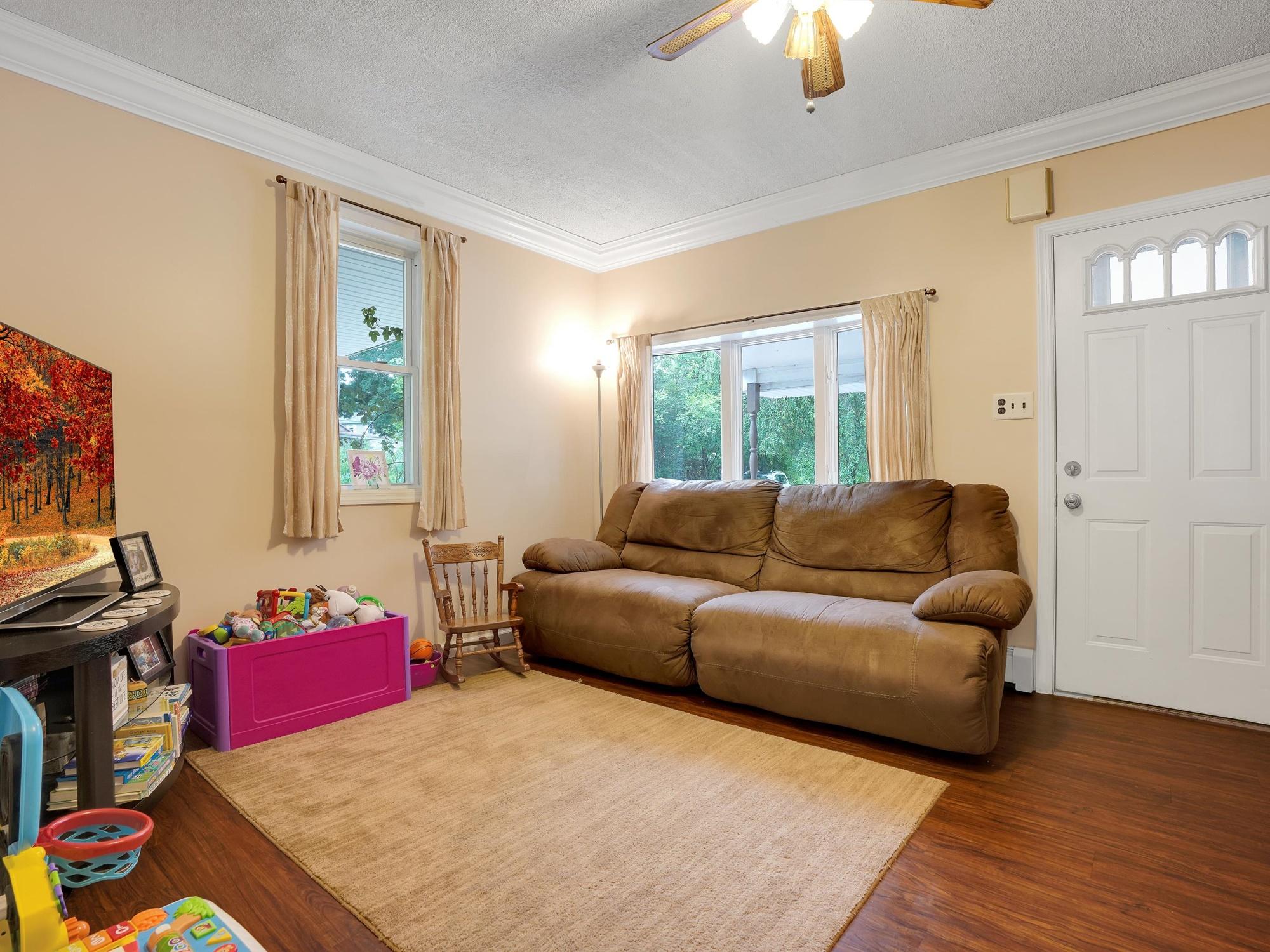850 Prescott Dr. - Living Room