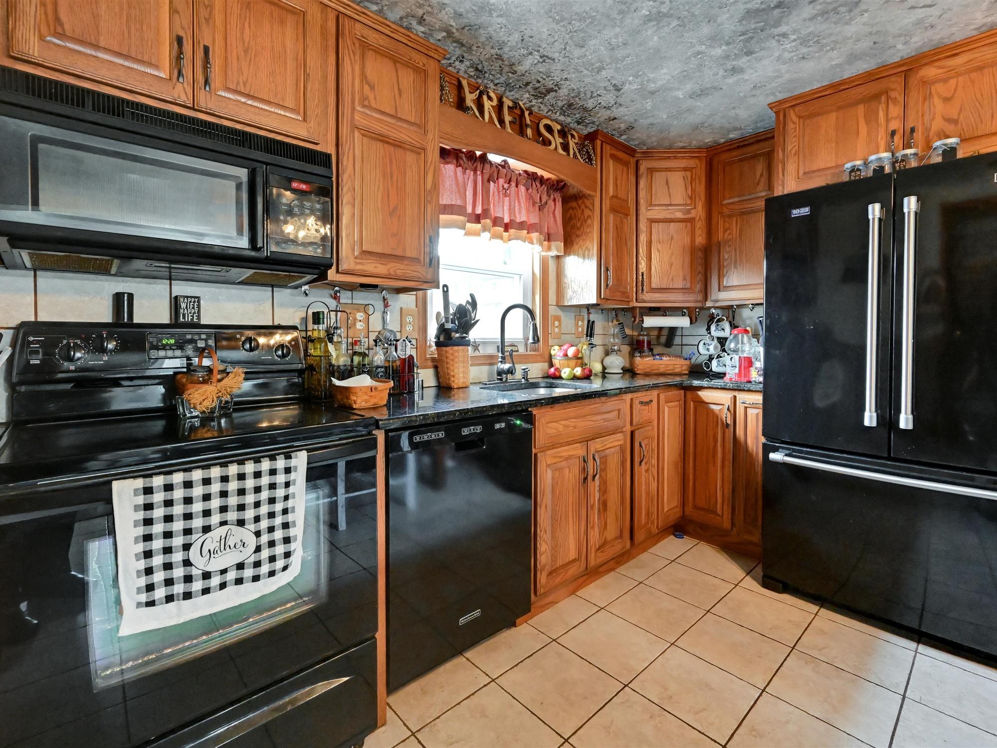 1617 Greenwood Dr. - Kitchen 3