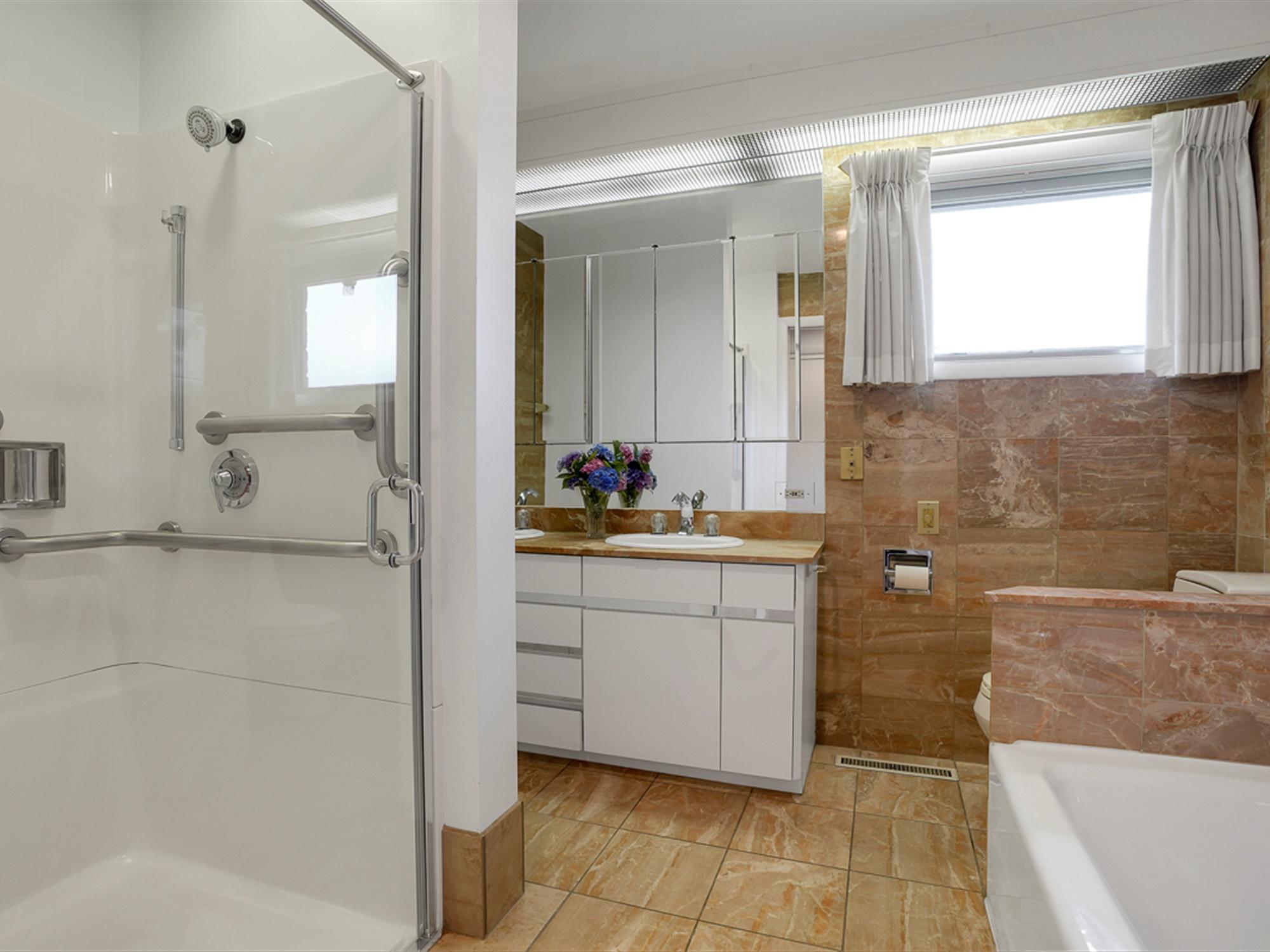 964 Reber St - Master Suite Bathroom