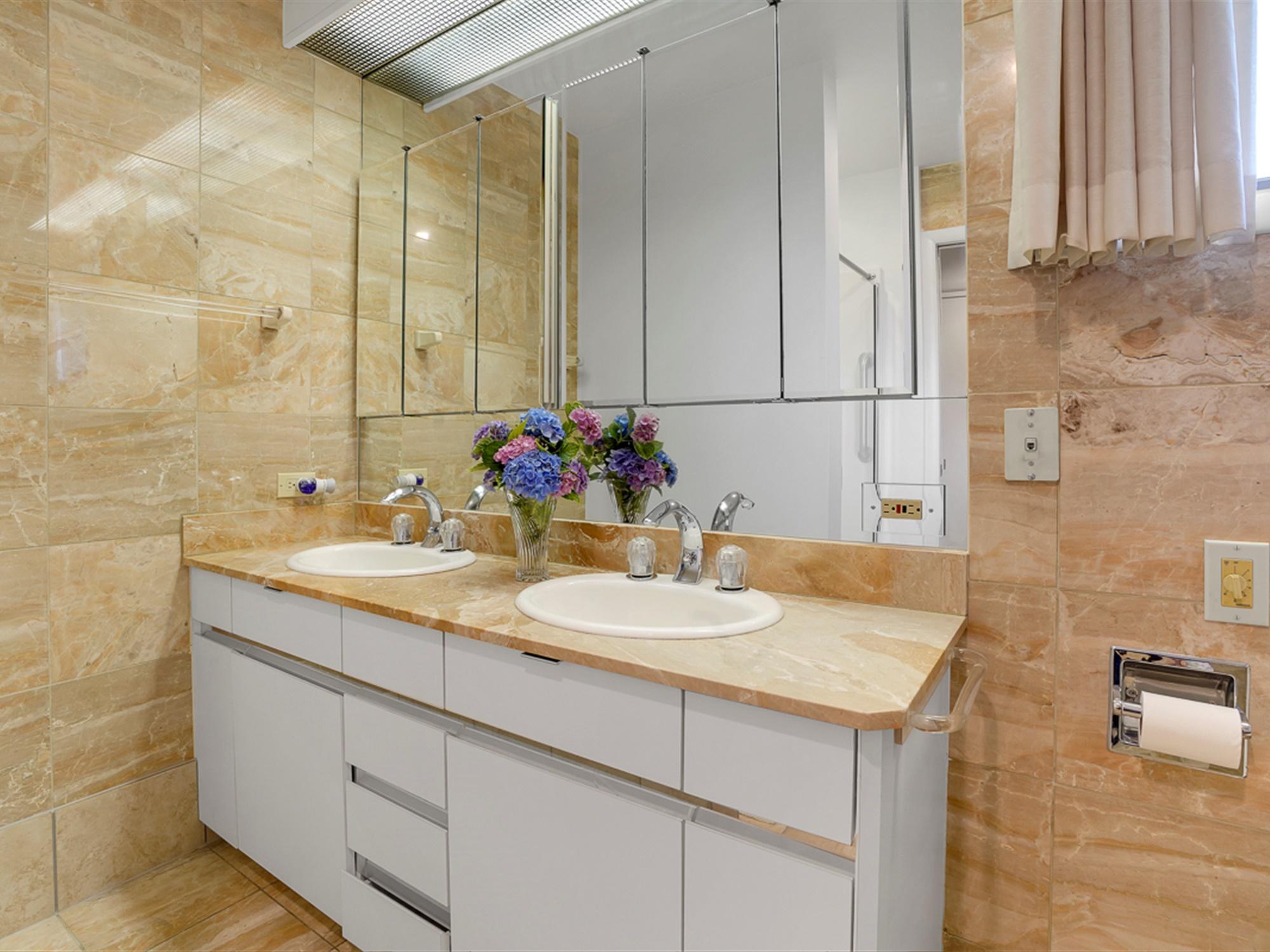 964 Reber St - Master Suite Bathroom 2