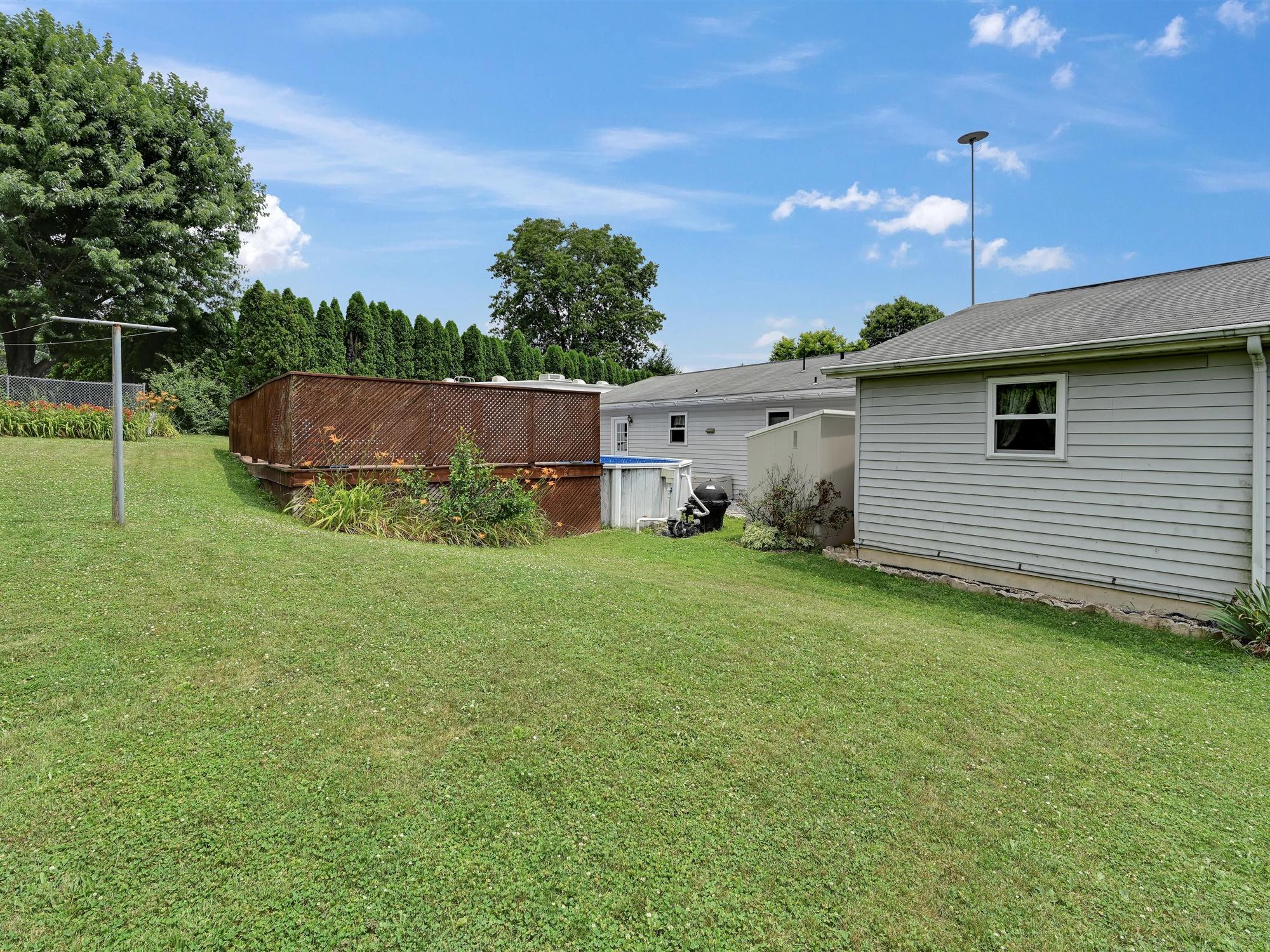 1617 Greenwood Dr. - side yard