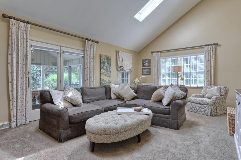 233 Troon Way - Living Room