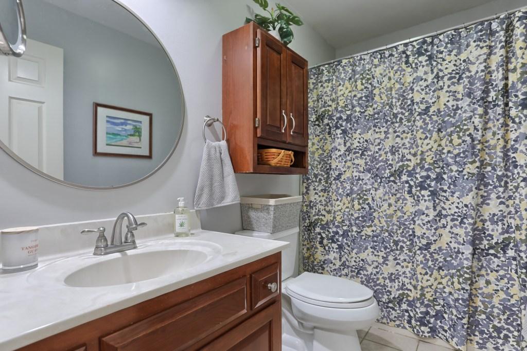 233 Troon Way - Bathroom #1