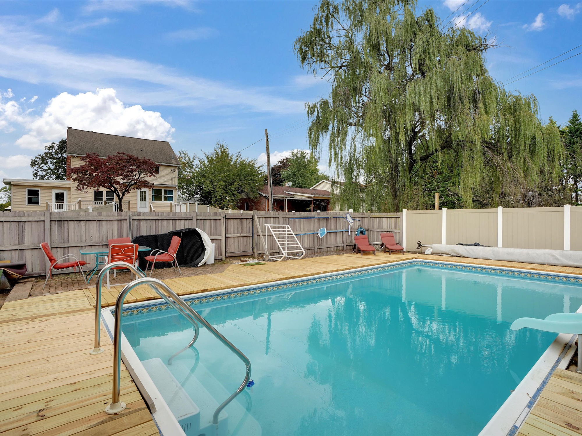 2022 Kline St - Charming single family home with pool