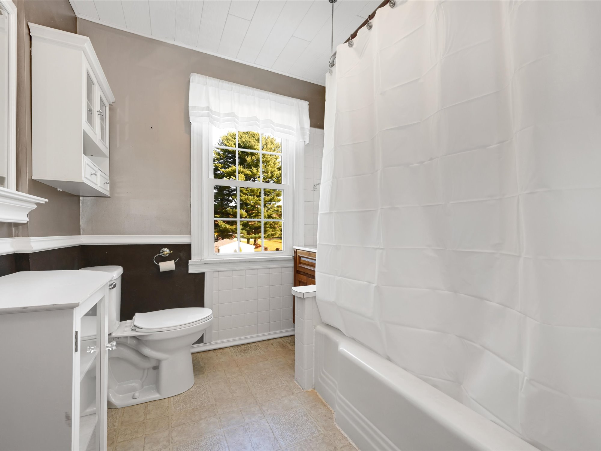 111 Pine Street - Full Bathroom