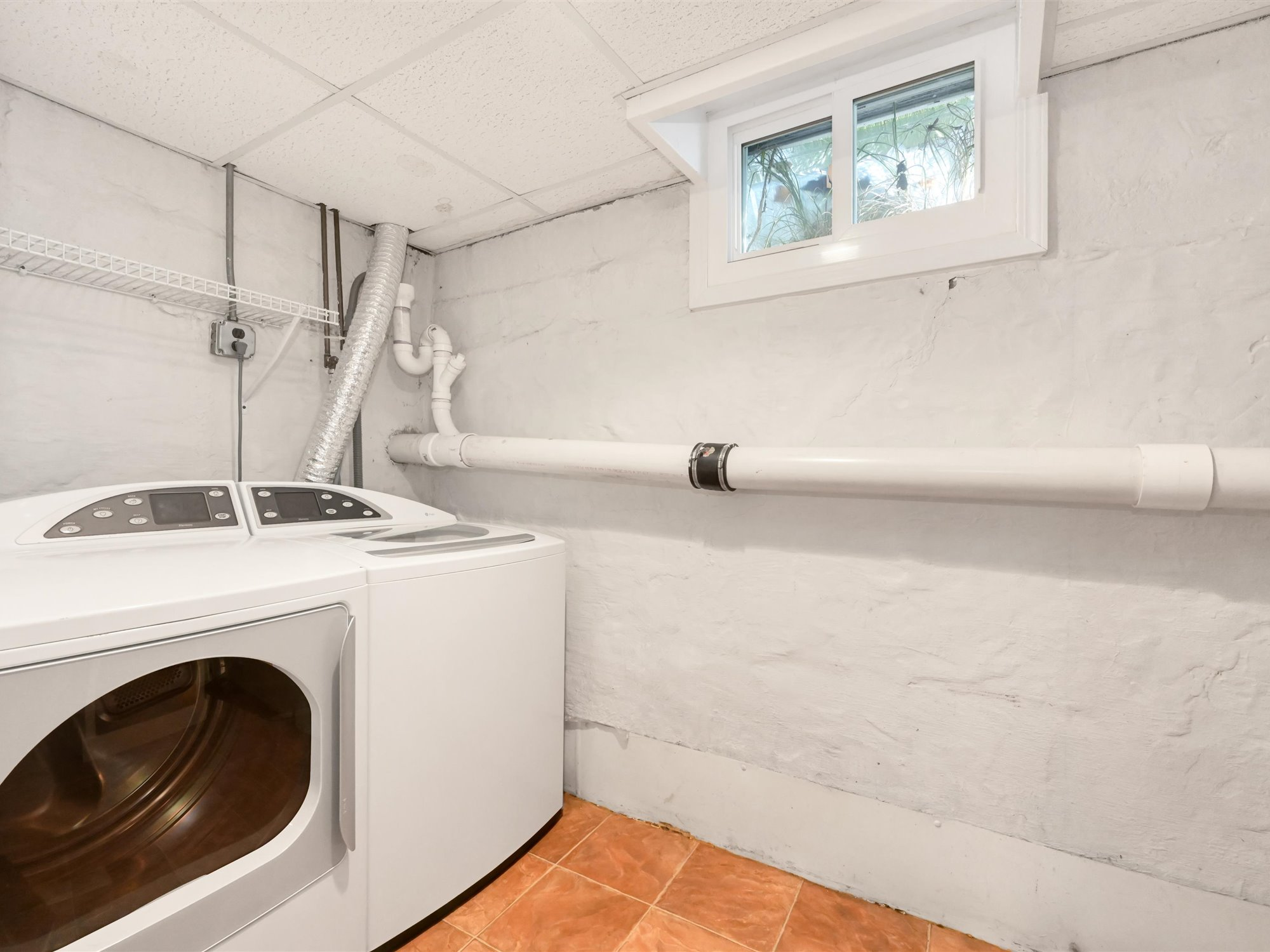 111 Pine Street - Laundry Room