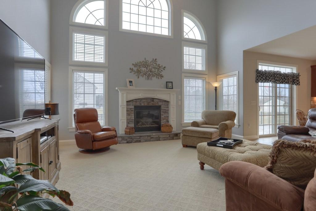2000 Mallard Lane - spacious cedar crest home with large open living room