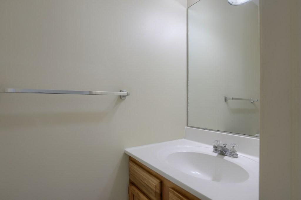 25 Tiffany Lane - first floor powder room
