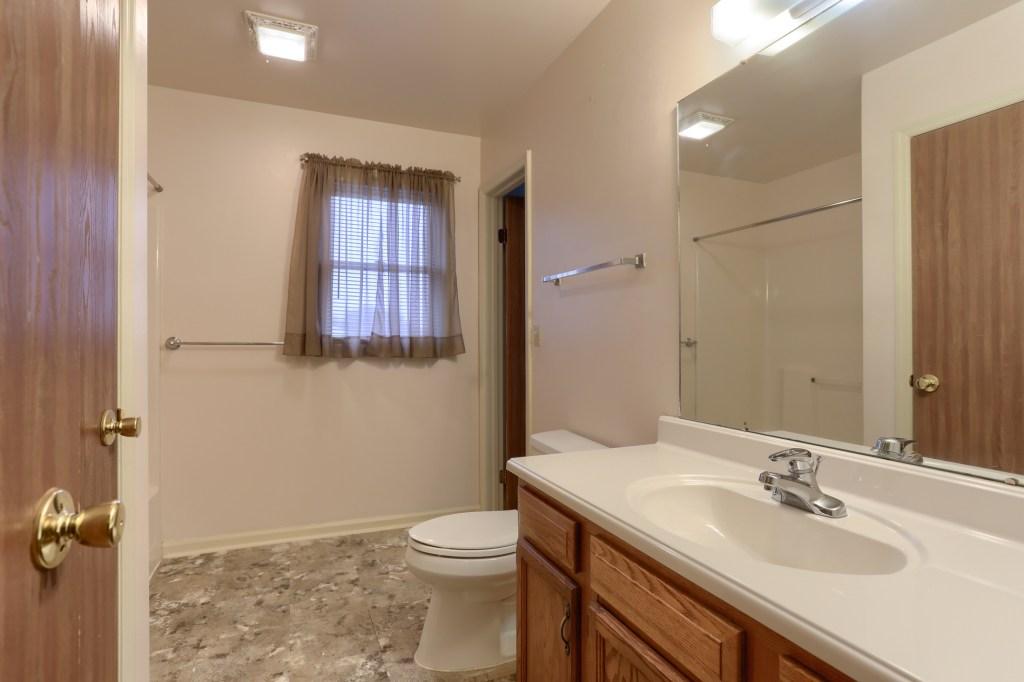 2158 Walnut Street - full bathroom