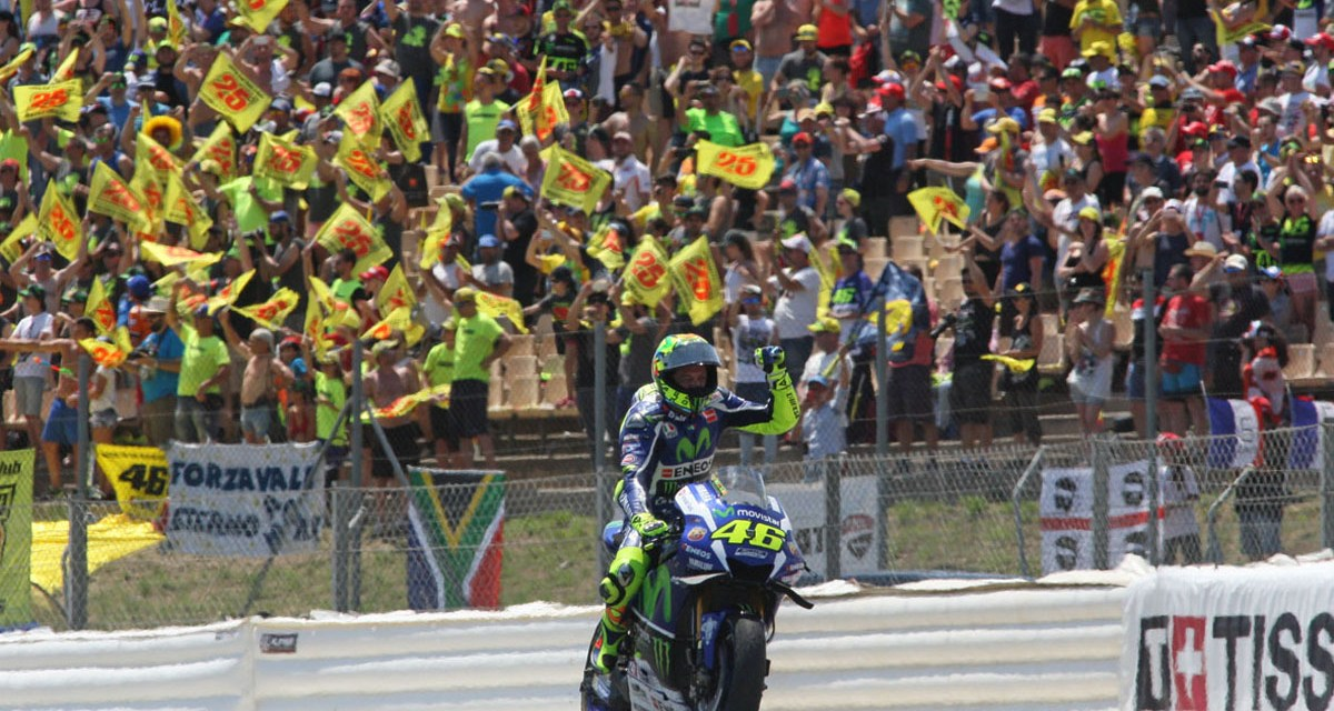 Rossi gana y firma la paz con Márquez en el Circuit de Barcelona-Catalunya
