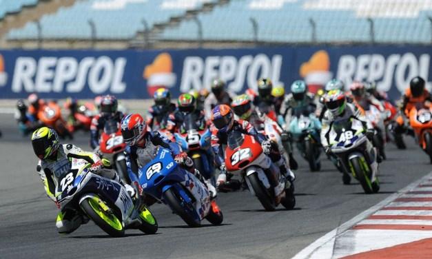 Doblete de Odendaal para sentenciar el título de Moto2, y victorias de Ramírez en Moto3 y Morales en Superbike