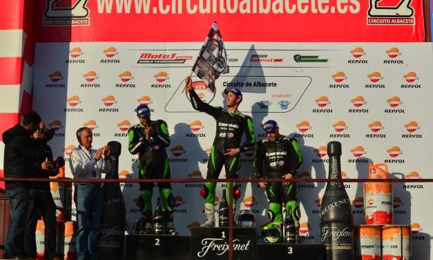 Raúl Martínez comienza ganando en su primera carrera en la Copa Kawasaki