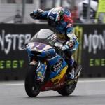 Magistral podio de Márquez bajo la lluvia en Brno