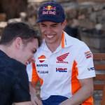 Marc Márquez y Dani Pedrosa despiden la temporada entre risas