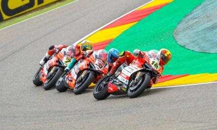 Gran ambiente en MotorLand con victoria para Rea y podio para Forés en la primera carrera de Superbikes