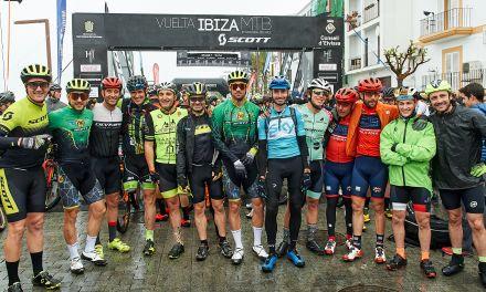 Aleix Espargaró 15º, dureza máxima en la primera etapa de la Vuelta a Ibiza en MTB