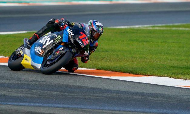 Victoria para Bezzecchi y liderato para Bastianini. Moto2 habla italiano.
