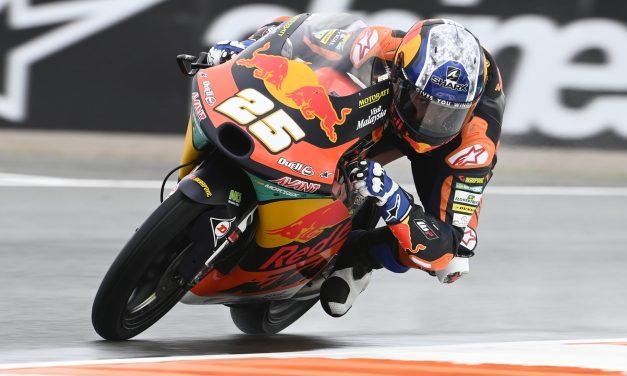 Raúl Fernández gana una carrera de Moto3  «loca» de verdad