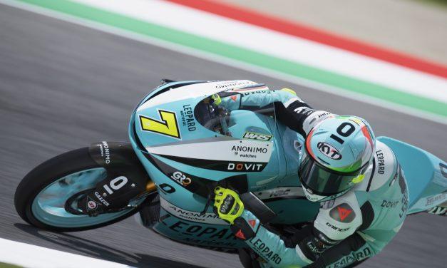 Dennis Foggia domina en Mugello la carrera de Moto3 con Jason Dupasquier en la mente de todos