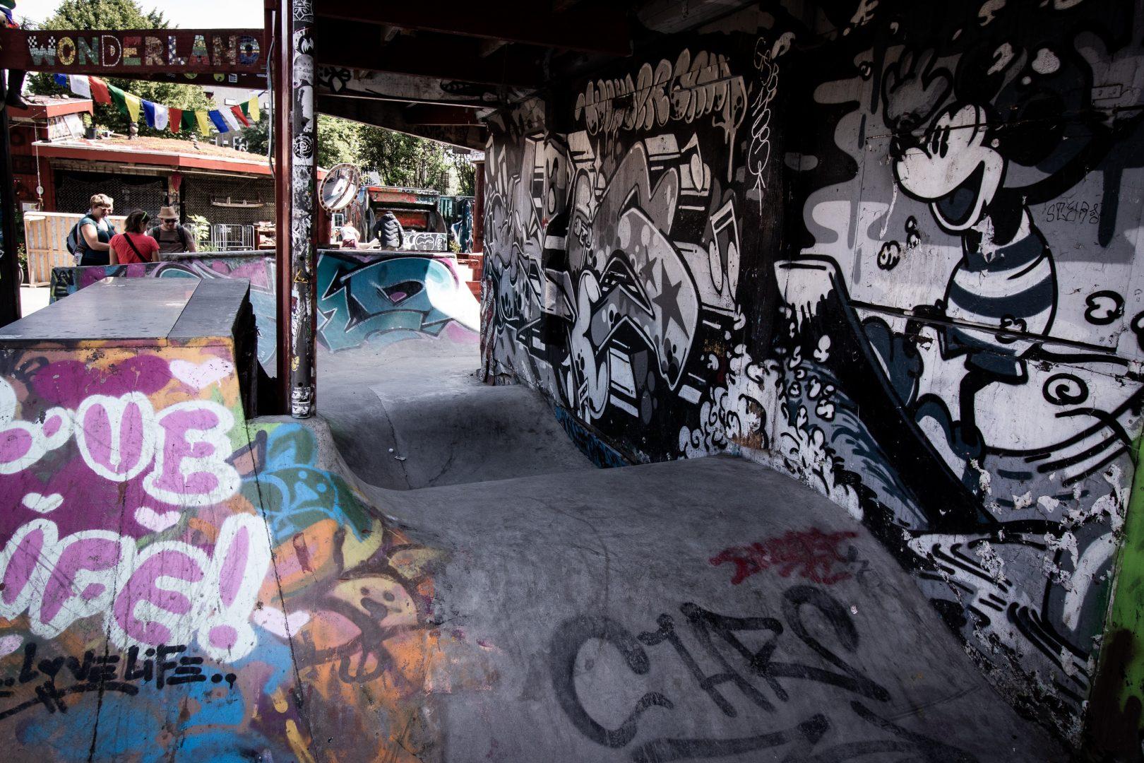 gray and multicolored graffiti