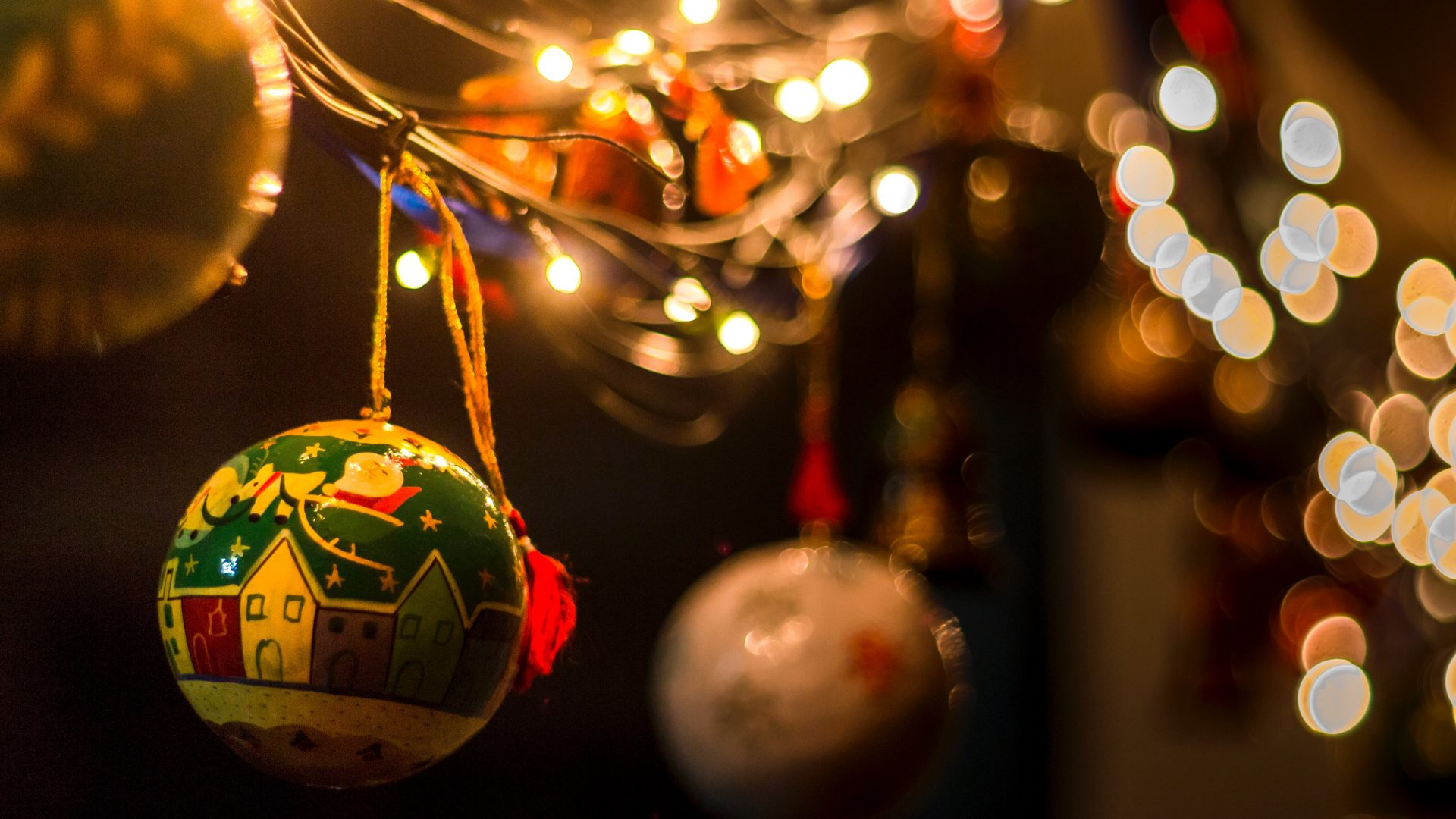 selective focus photo of Christmas bauble