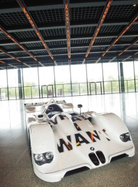 Jenny Holzer – USA – 1999 BMW V12 LMR art car