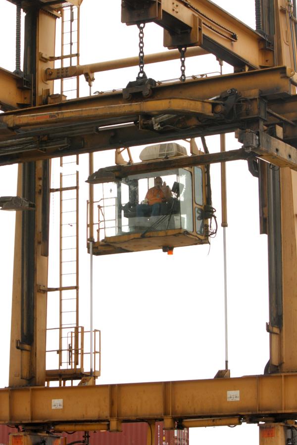 2015-03-31_hm-crane-operator-01