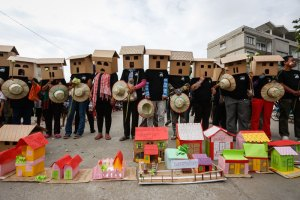 Thousands march on World Habitat Day, authorities accept petition