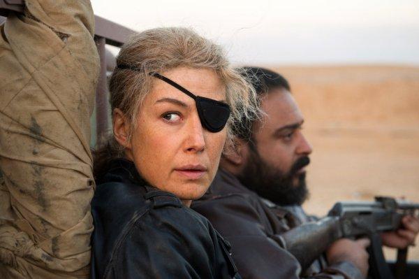 A Private War Film - Rosamund Pike - 2018