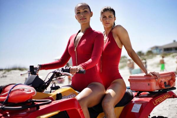 Baywatch Movie - Alexanda Daddario and Ilfenesh Hader