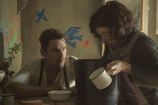 Ethan Hawke And Sally Hawkins Maudie Movie