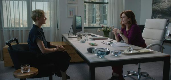Julianne Moore And Michelle Williams in the movie  After The Wedding (2019)