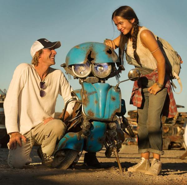 Michael Bay, Squeeks, and Isabela Moner - Transformers 5 The Last Knight Movie
