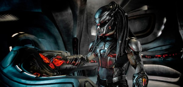 The Predator 2018 Movie - An alien Predaztor piloting his spaceship