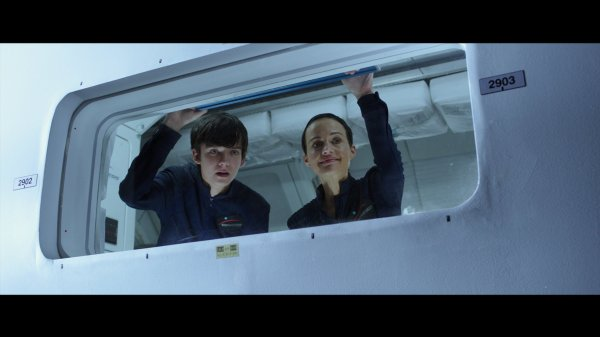 The Space Between Us Film - Asa Butterfield And Carla Guigno