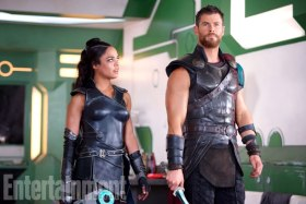 Thor: Ragnarok (2017) - L to R: Valkyrie (Tessa Thompson) and Thor (Chris Hemsworth)