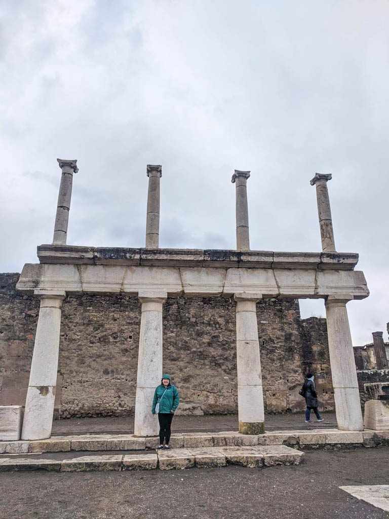 Riana by the columns in Pompeii