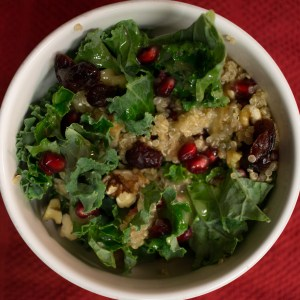 This kale and pomegranate salad is the perfect thing to start your new year on a healthy AND tasty note! | Teaspoon of Nose