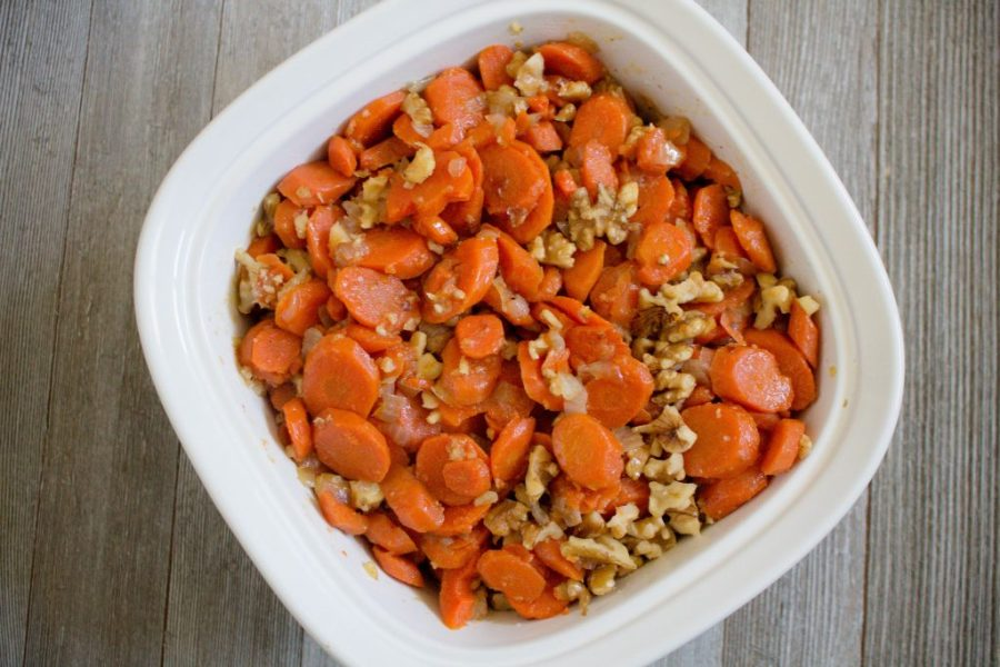 Need some inspiration for your Thanksgiving meal? Try these quick glazed carrots with walnuts! | Teaspoon of Nose