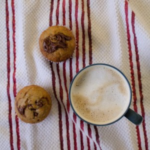 These banana nutella muffins are easy to make and delicious for breakfast or bite to make your sweet tooth happy! | Teaspoon of Nose