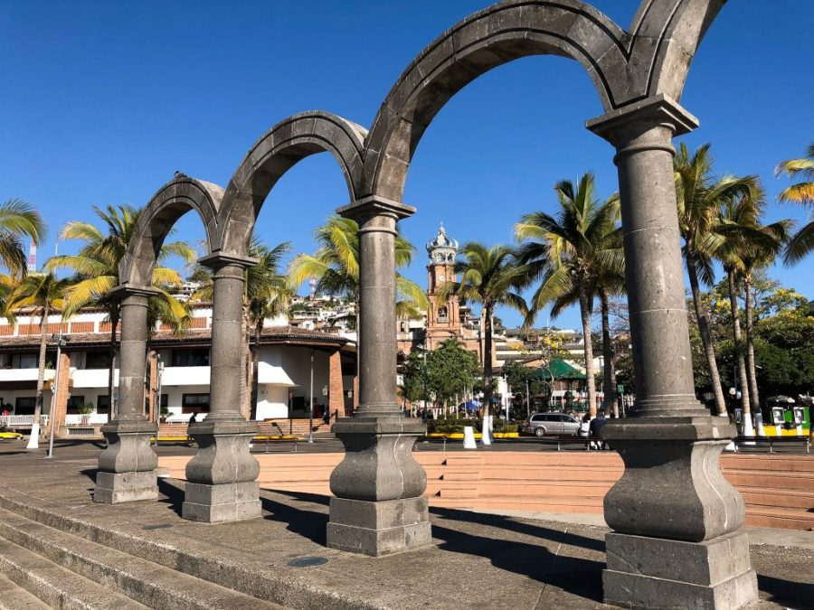Puerto Vallarta makes for the perfect Mexican vacation spot: plenty to do, beautiful scenery, and the space to relax with a fruity drink! Here's why you should DEFINITELY check out Puerto Vallarta for your next Mexican vacation! | Teaspoon of Nose