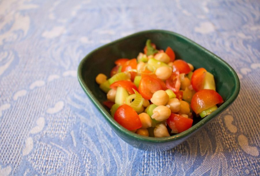 This chunky Greek vegetable salad is the perfect side dish, but the chickpeas mean it's also hearty enough to be a lunch in itself!   Teaspoon of Nose