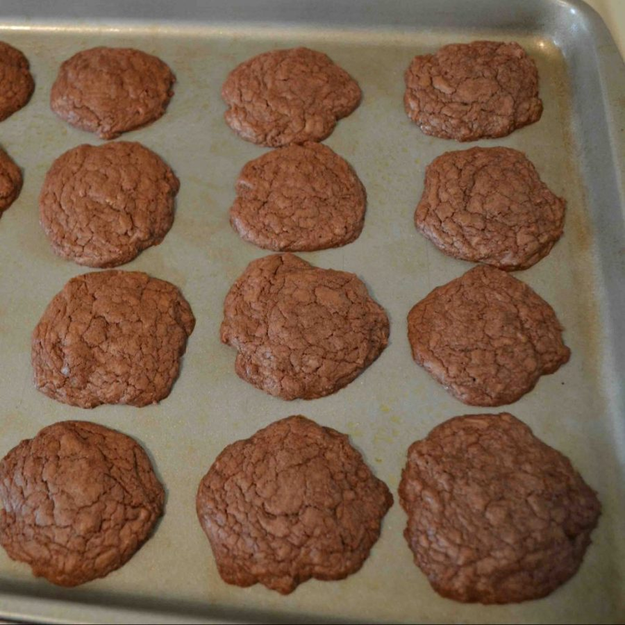 These nutella cookies are the easiest cookies I've EVER heard of!  | Teaspoon of Nose