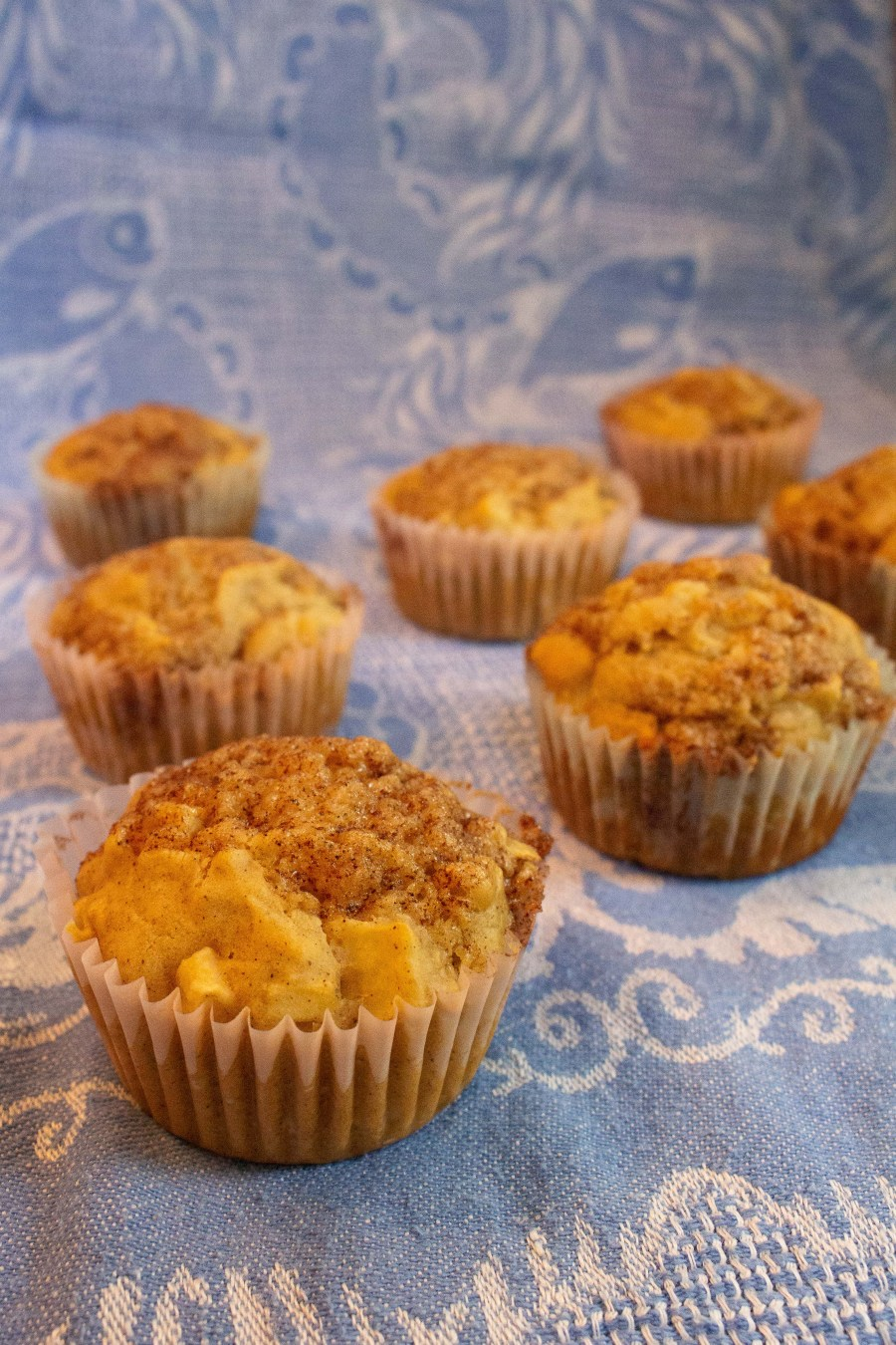 These cinnamon apple muffins make a great breakfast treat and are perfect for your next fall gathering! | Teaspoon of Nose